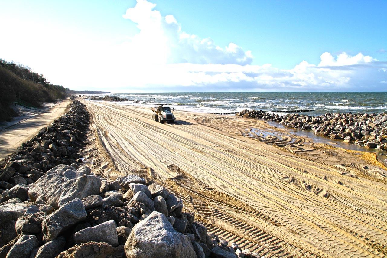Odbudowa plaży kamieniem hydrotechnicznym w Jaroslawcu