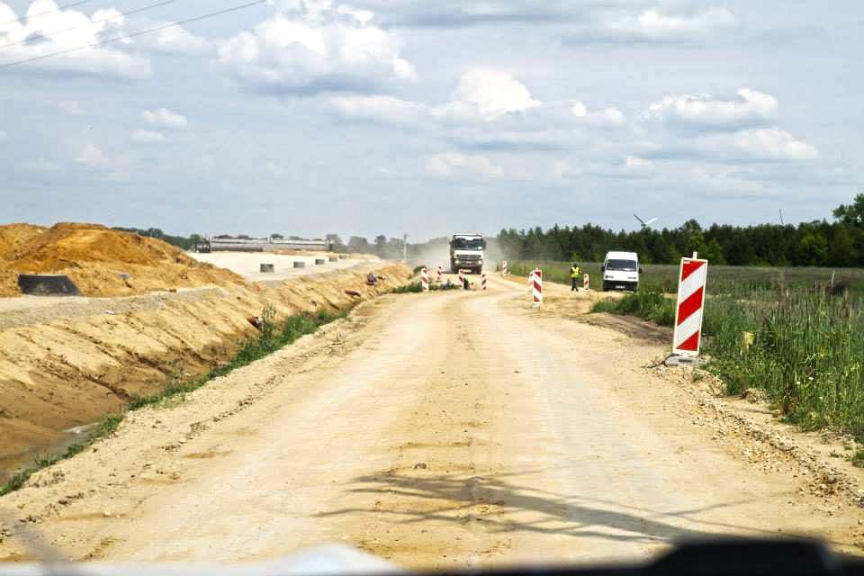 Budowa drogi S8 - dostawa kruszywa drogowego